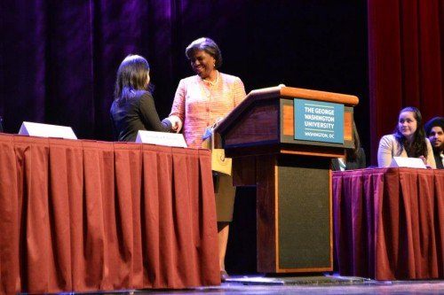 Ambassador Linda Thomas-Greenfield shakes hands with Jen Chuang, Secretary-General of WAMUNC XV