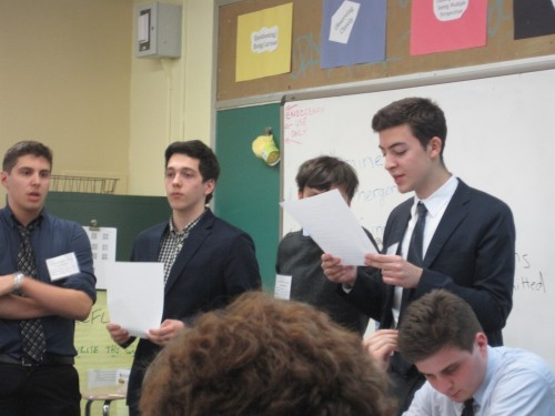 Delegates in the Ukraine Emergency Summit read out their working paper to the general committee.